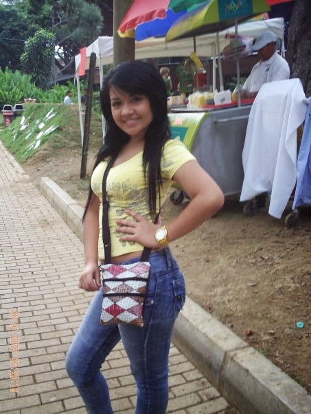 Mujer Soltera Salvadorena-941704